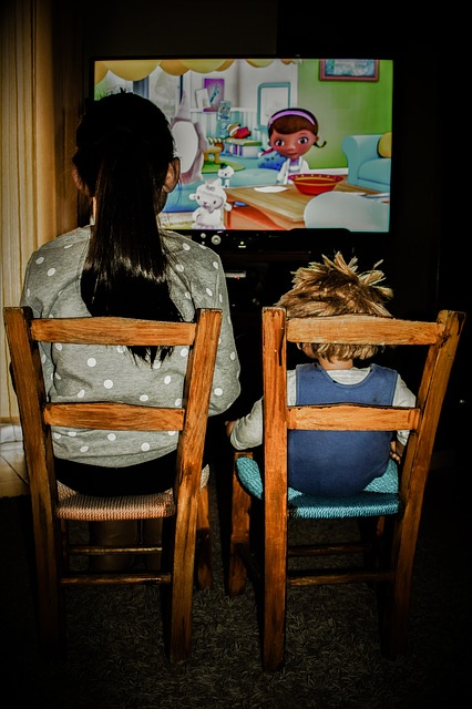 watching-tv-2053384_640
