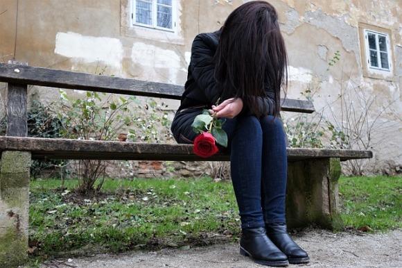 sad-girl-3007318_640